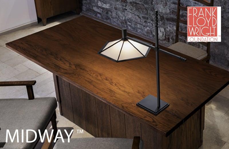 MIDWAY・シカゴのミッドウェイガーデンのためにデザインされた、細く繊細な金属製の支柱を持つスタンド